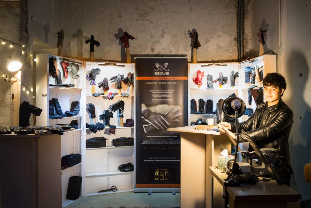 Nasim, der Handschuhmacher aus Schneeberg, in der ehem. Handschuhfabrik zum Arnstädter Bach-Advent